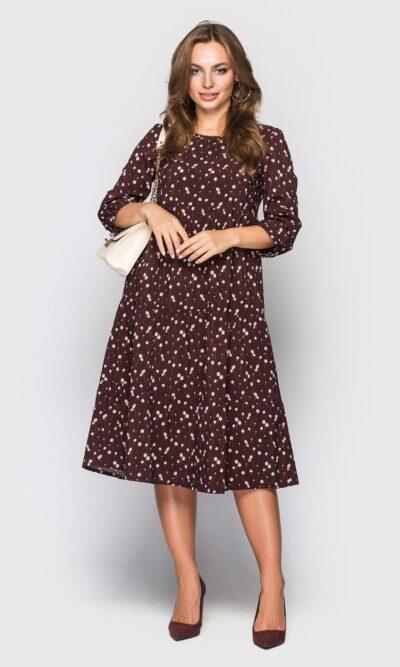 Практичное коричневое платье