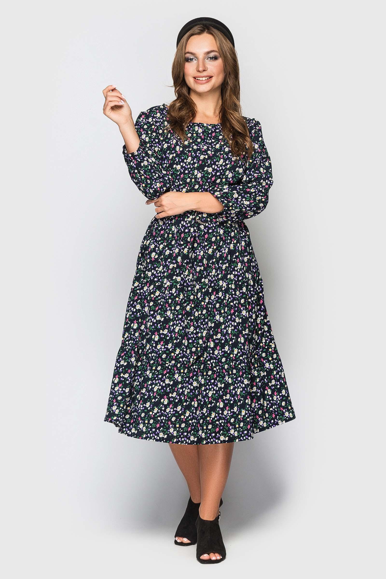 Черное платье с цветочным принтом