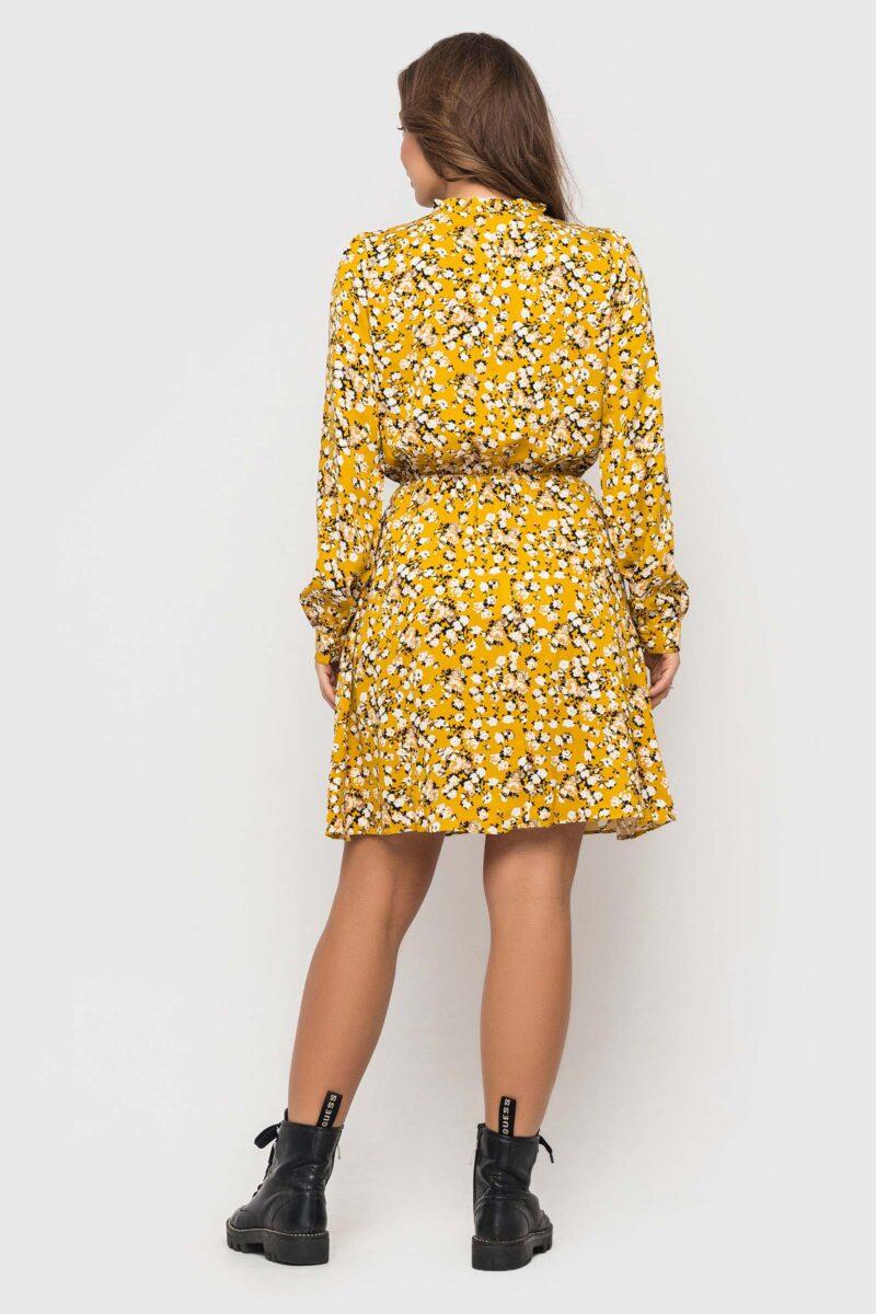 Желтое короткое платье