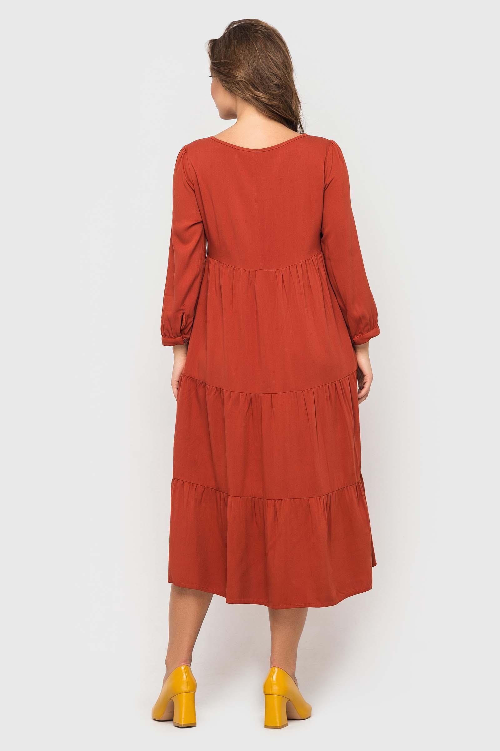 Шикарное платье цвета охры