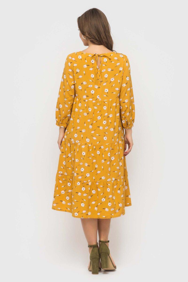 Желтое платье с цветочным принтом