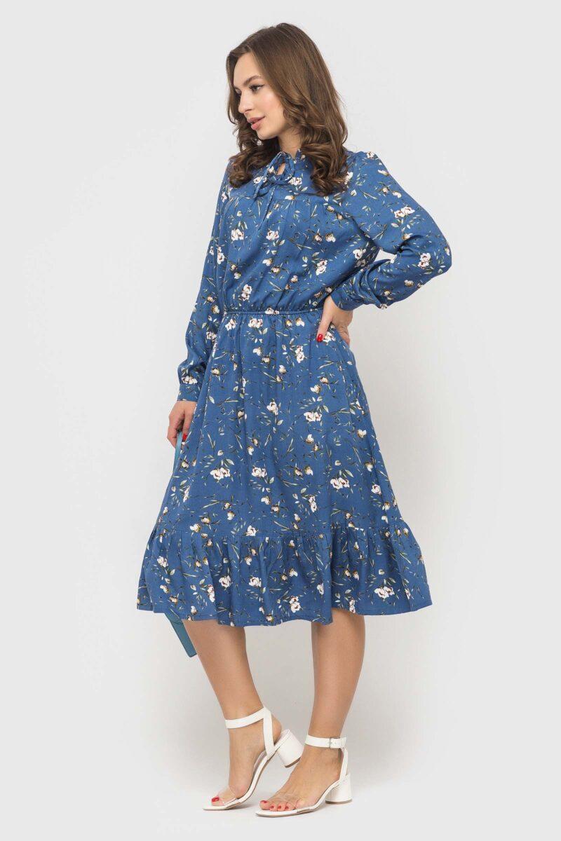 Платье цвета индиго с нежным цветочном принтом