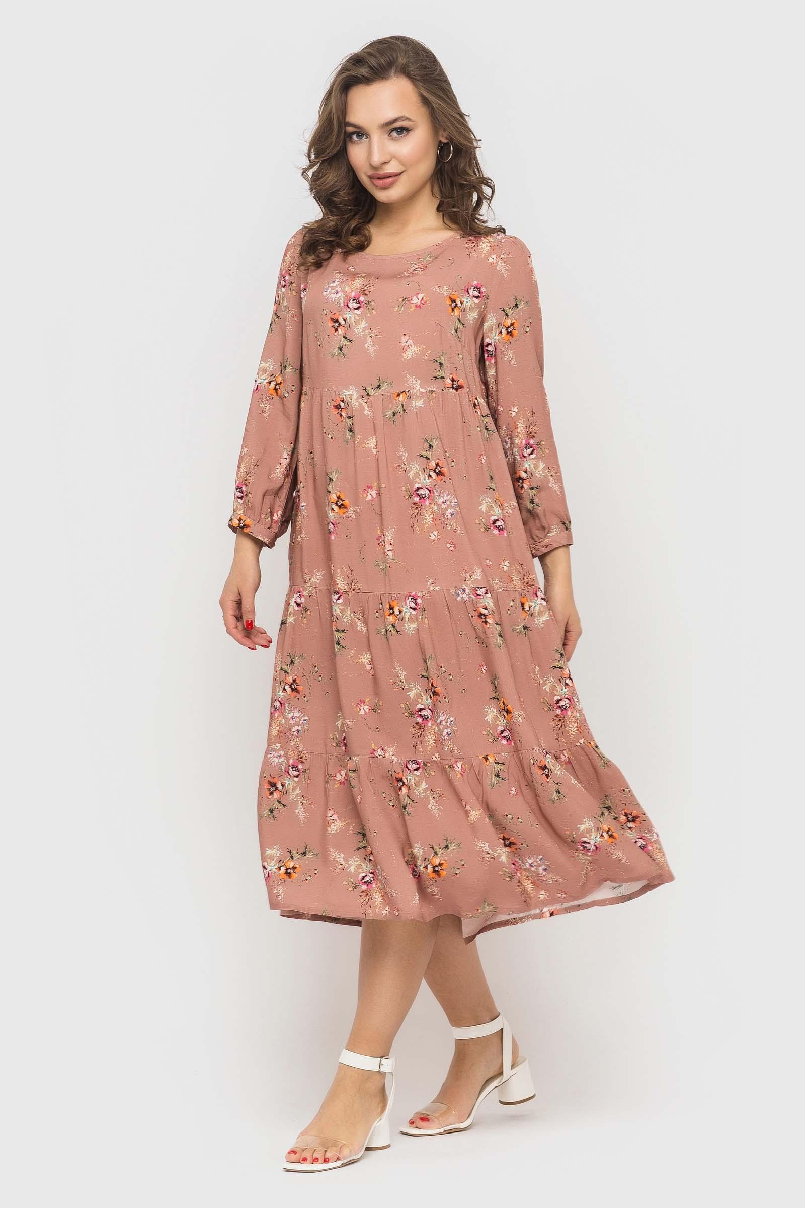 Нежное пудровое платье с цветочным принтом