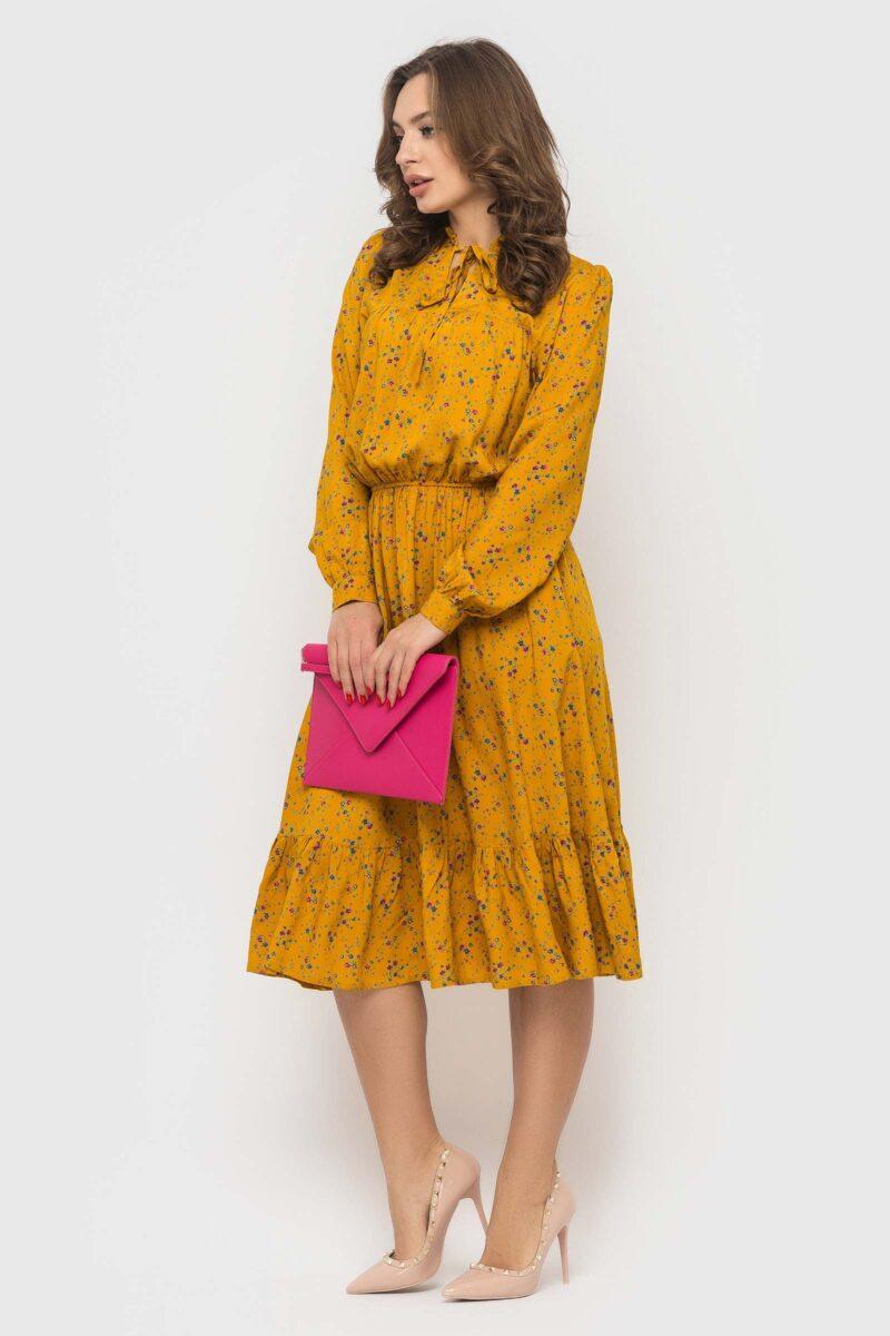Горчичное штапельное платье с цветочным принтом