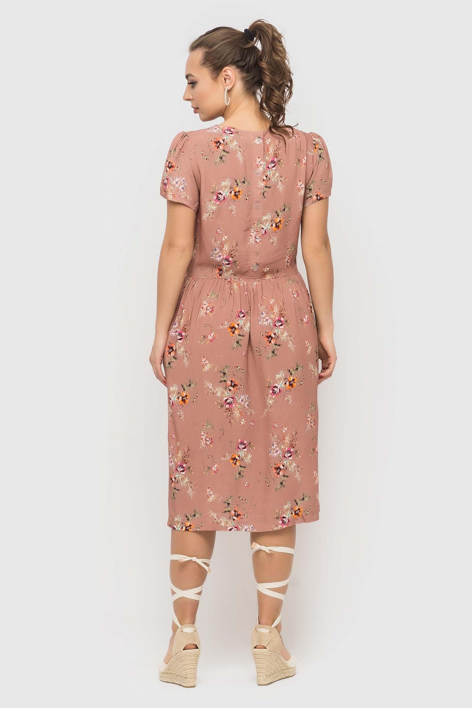 Пудровое платье в цветочек из натуральной ткани