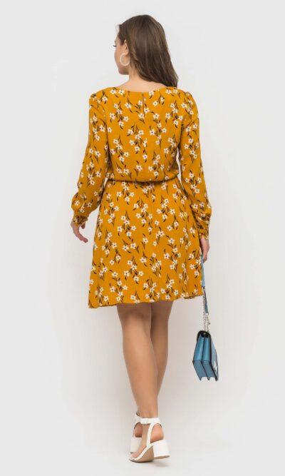 Горчичное платье с цветочным принтом