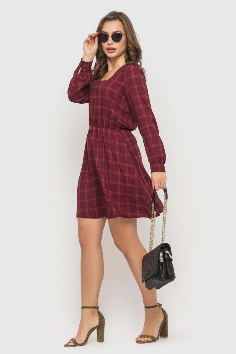 Штапельное платье цвета бордо