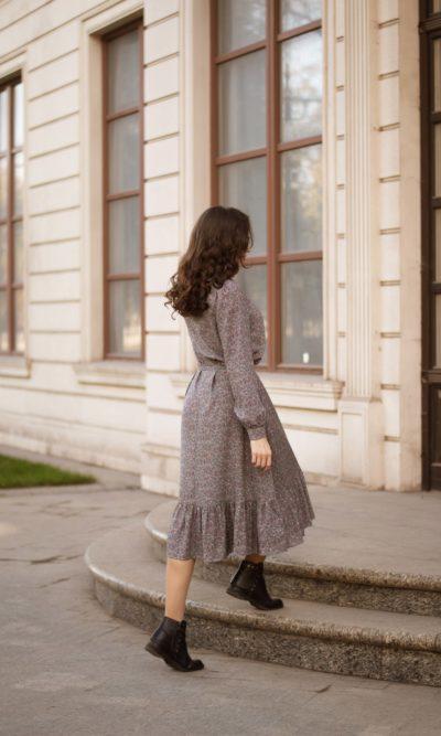Платье в мелкий цветочек из штапеля