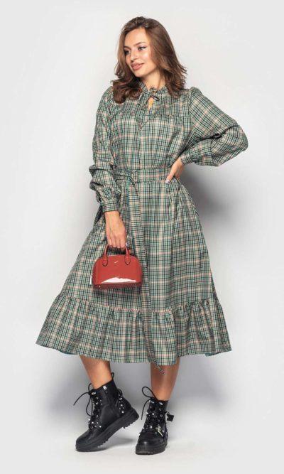 Стильное платье в клетку с рюшей