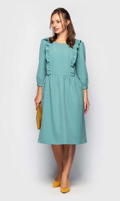 Платье с рюшами в нежной расцветке