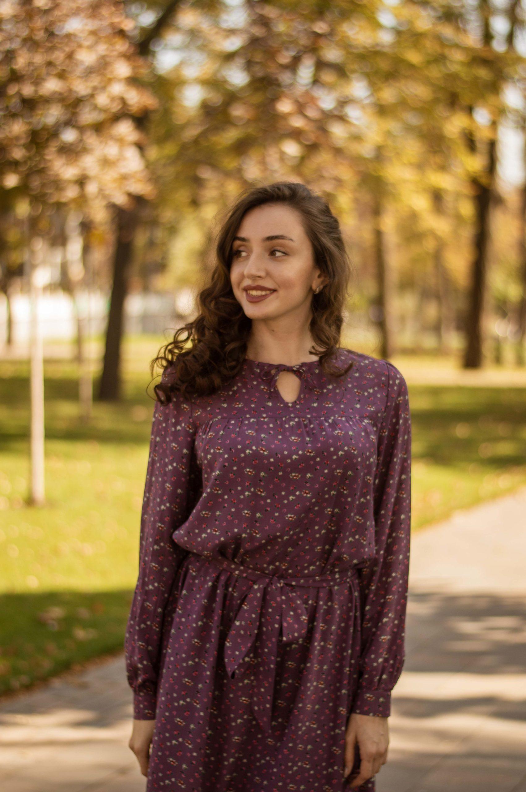 Платье в мелкий цветочек из натуральной ткани