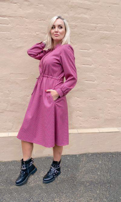Яркое платье с отрезной юбкой