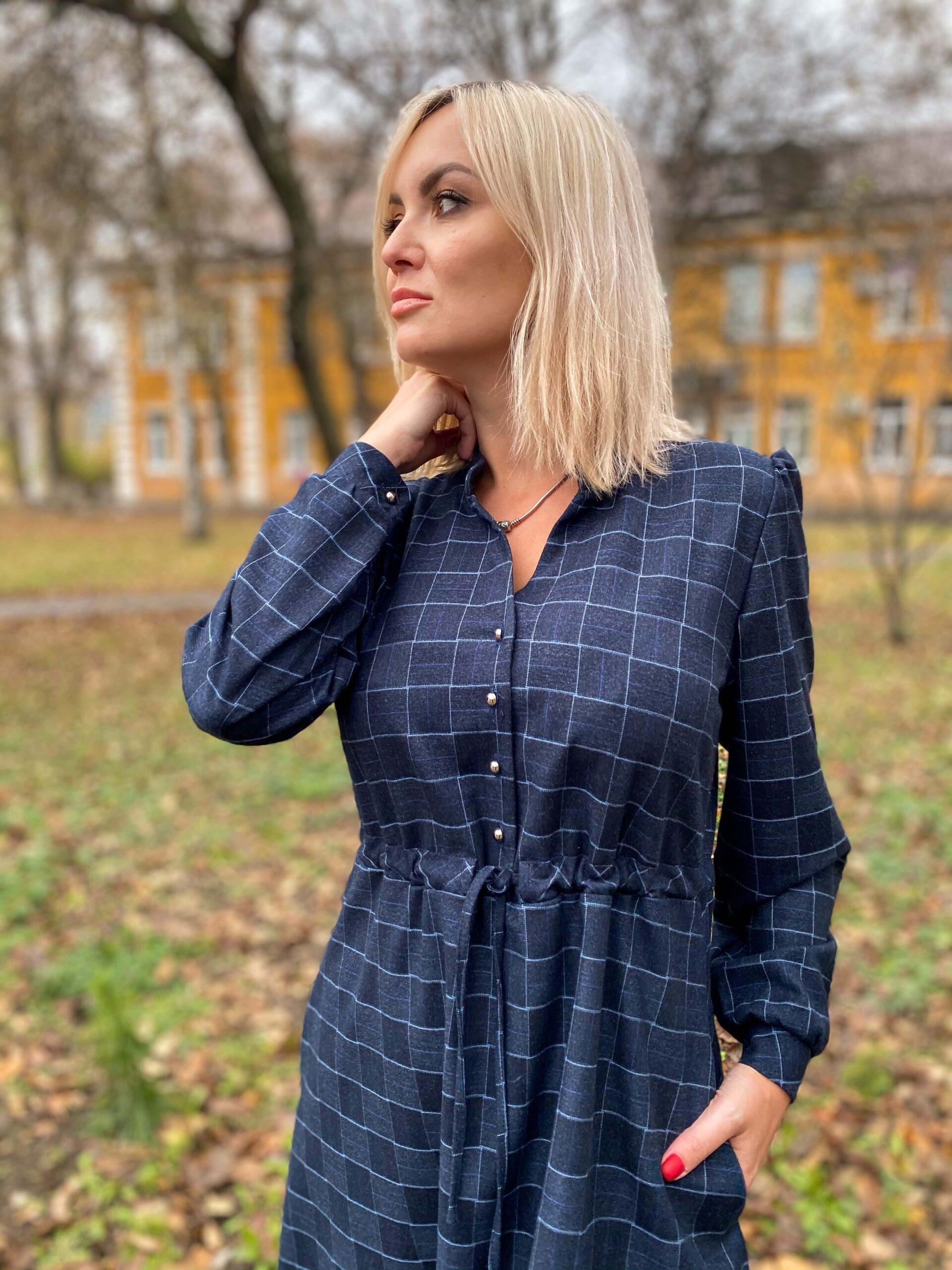 Темно-синее платье из полушерсти