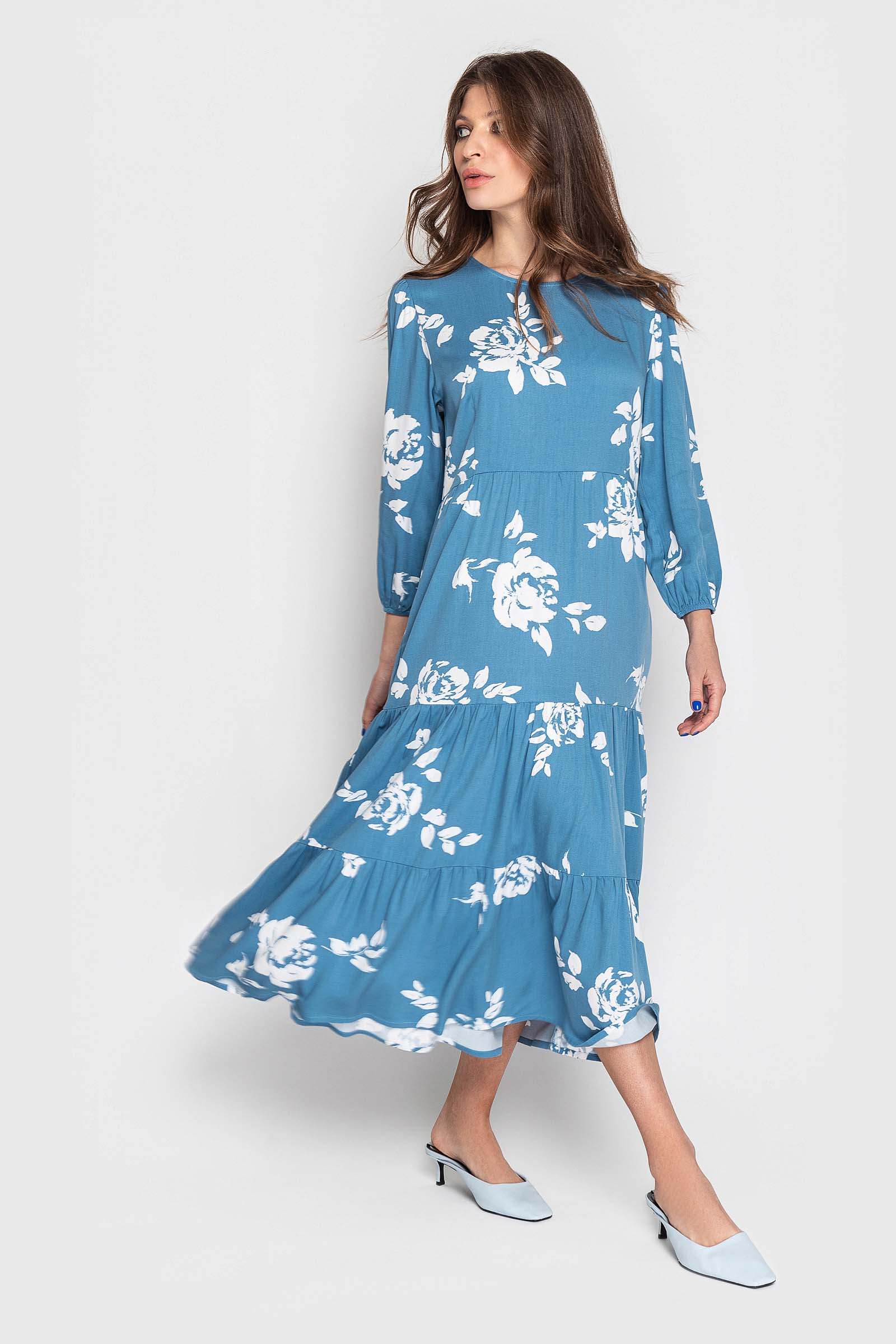 Стильное платье нежной расцветки
