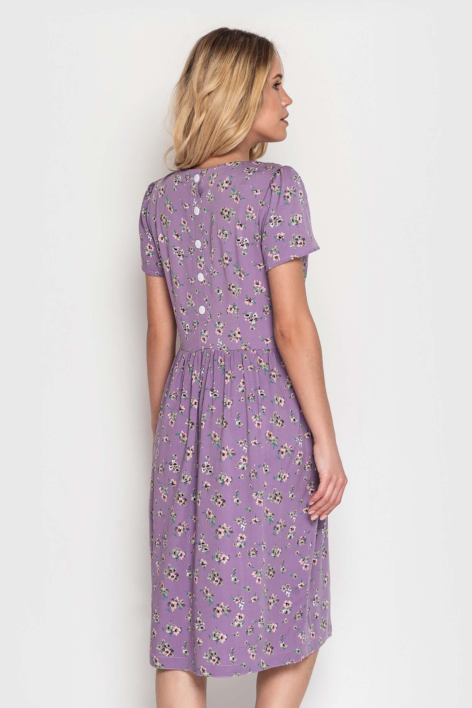 Лавандовое платье с цветочным принтом