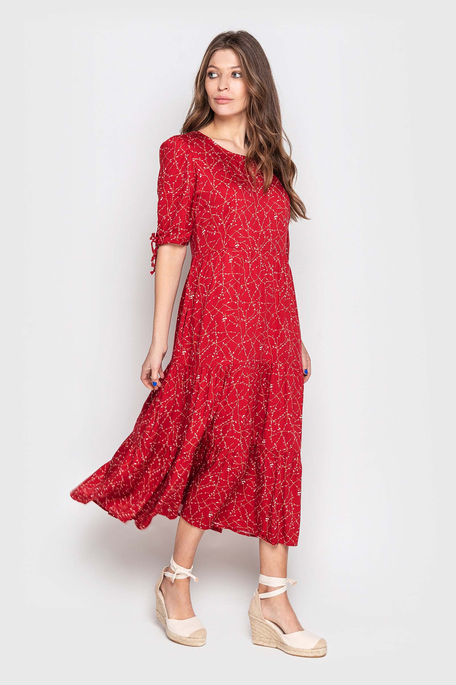 Красное в цветочек платье миди